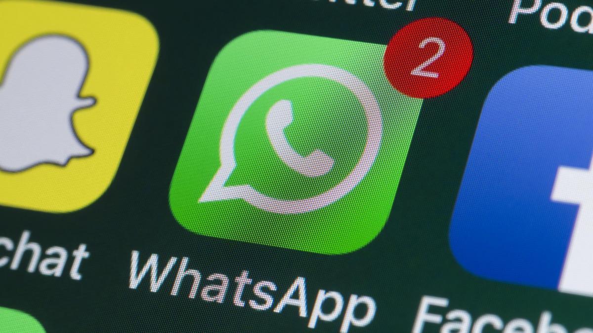 ¿Por qué aparezco como conectado en WhatsApp si ya lo he cerrado?